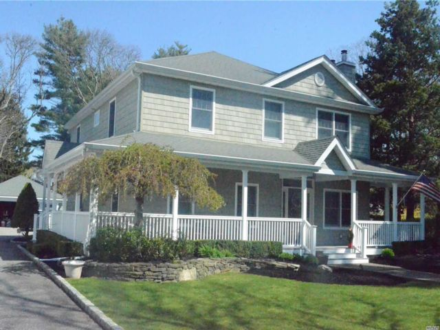 4 BR,  4.00 BTH  Victorian style home in Selden