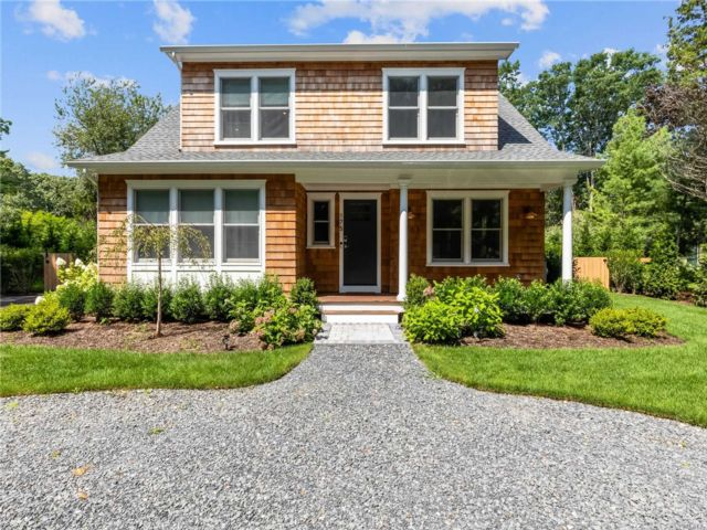 4 BR,  4.00 BTH Cape style home in Southold