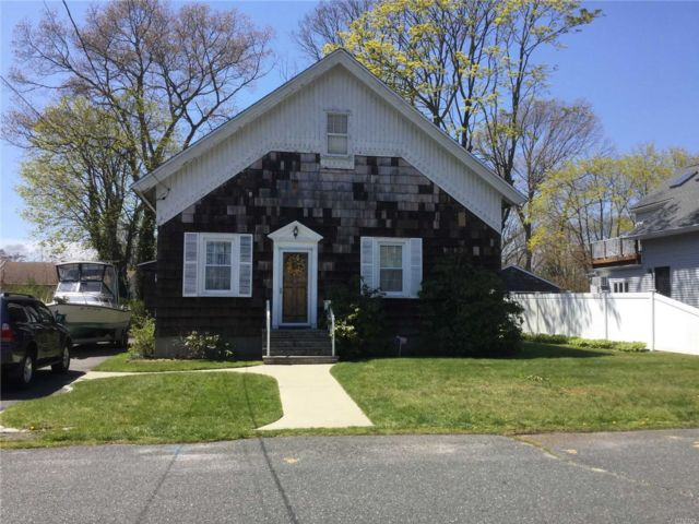 3 BR,  1.00 BTH Cape style home in East Islip