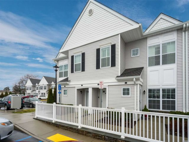 2 BR,  2.00 BTH Townhouse style home in Seaford