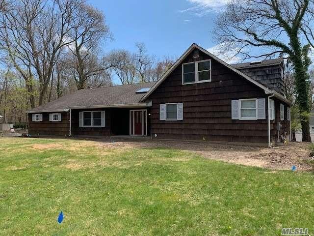 5 BR,  4.00 BTH Farm ranch style home in Setauket