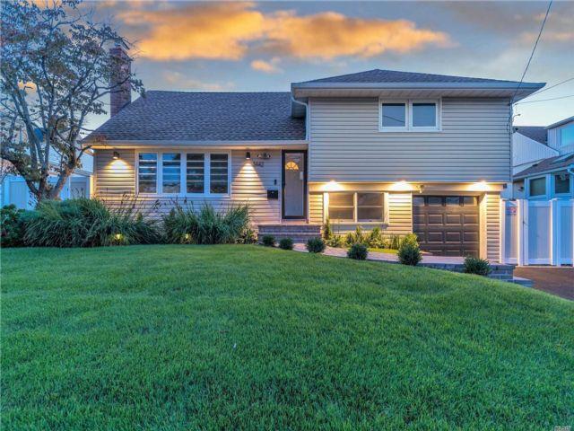 3 BR,  3.00 BTH Split level style home in Oceanside
