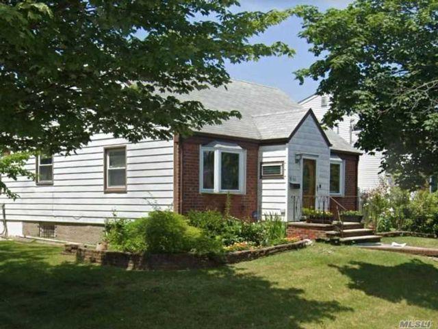 3 BR,  3.00 BTH Cape style home in Glen Oaks