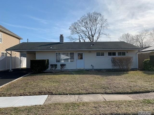 3 BR,  1.00 BTH Ranch style home in Syosset