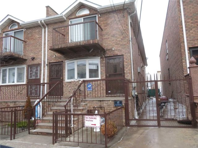 6 BR,  5.00 BTH Other style home in Maspeth