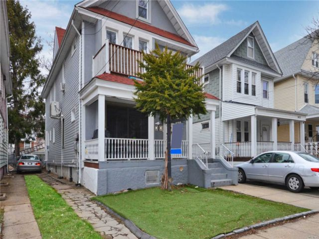 7 BR,  3.00 BTH  Colonial style home in Woodhaven
