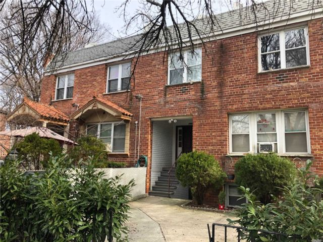 5 BR,  6.00 BTH  Colonial style home in East Elmhurst