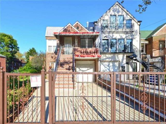 5 BR,  2.00 BTH Duplex style home in Brighton Beach