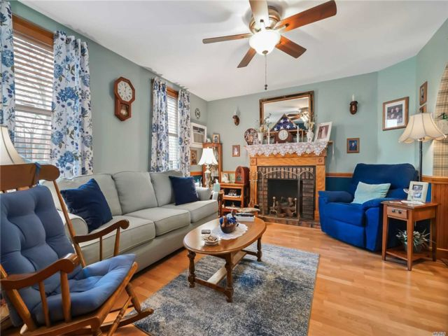 2 BR,  3.00 BTH 2 story style home in Maspeth
