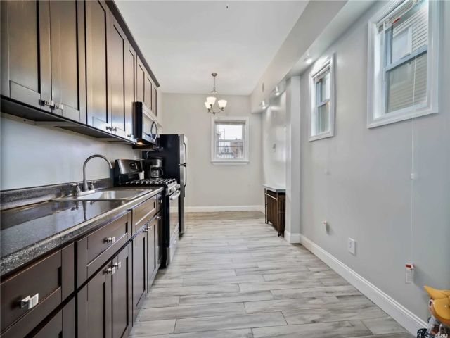 5 BR,  3.00 BTH  2 story style home in Richmond Hill