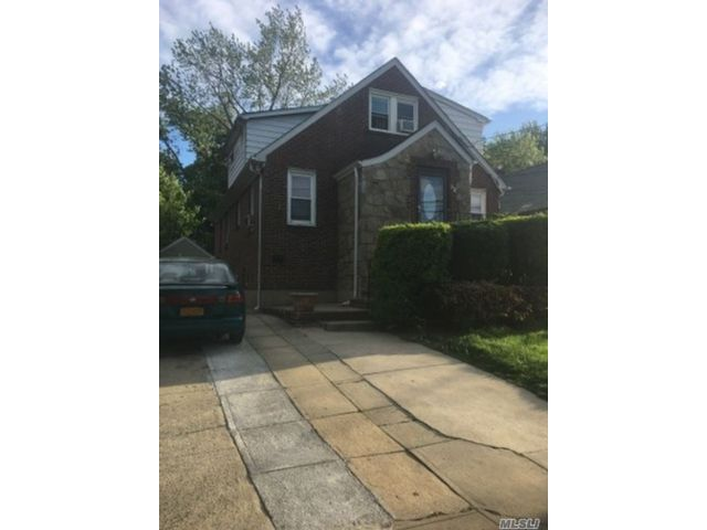 4 BR,  5.00 BTH  2 story style home in Lynbrook