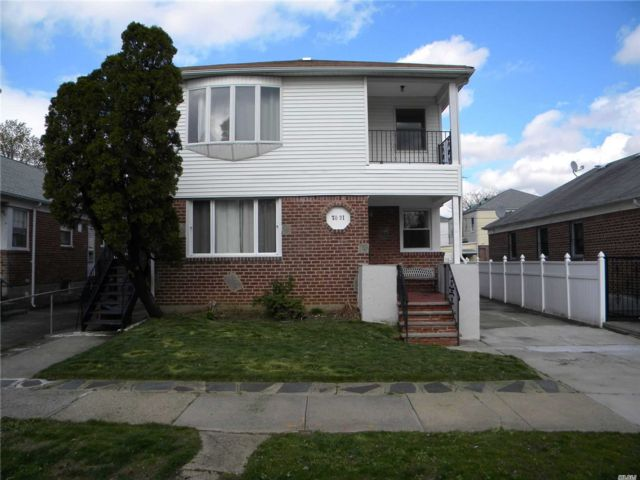 6 BR,  4.00 BTH  2 story style home in Bellerose