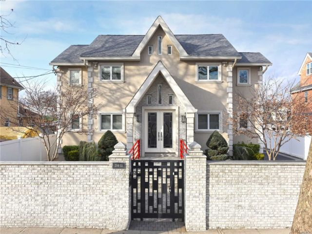 8 BR,  7.00 BTH  Contemporary style home in Bayside