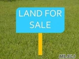 Lot <b>Size:</b> .11  Land style home in Patchogue