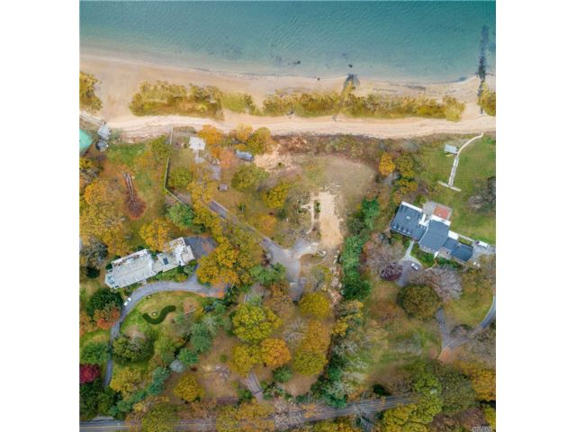 Lot <b>Size:</b> 4.03 Acres Land style home in Centre Island