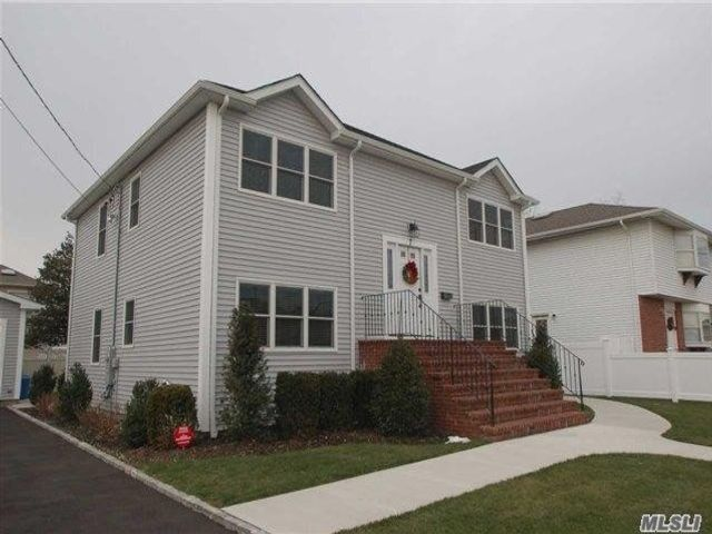 4 BR,  2.00 BTH 2 story style home in New Hyde Park