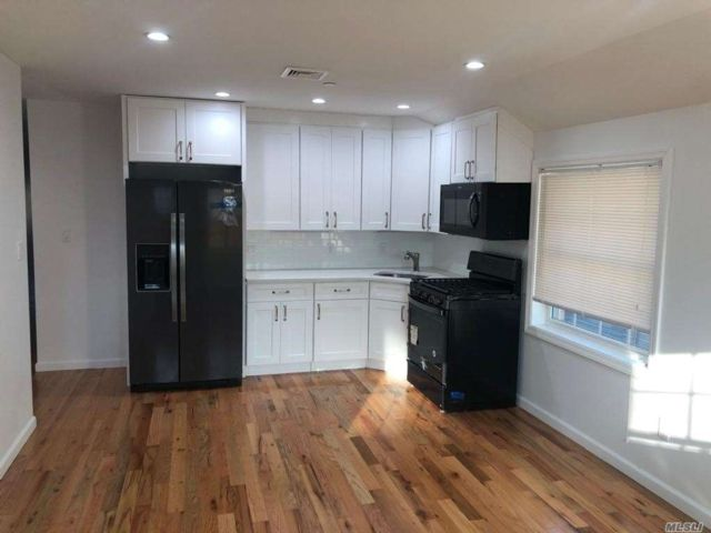 3 BR,  2.00 BTH 2 story style home in Glendale