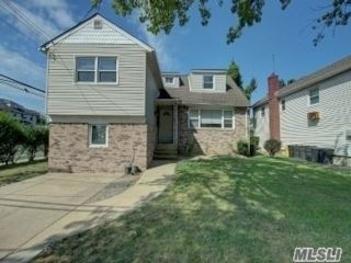 3 BR,  4.00 BTH  Split level style home in Cedarhurst