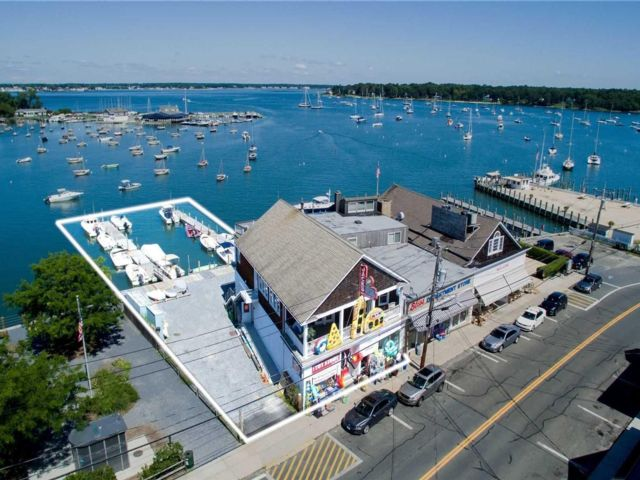 Studio,  0.00 BTH Commercial style home in Shelter Island H