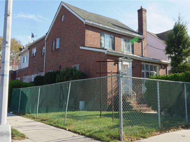 Studio,  0.00 BTH Commercial style home in Cambria Heights