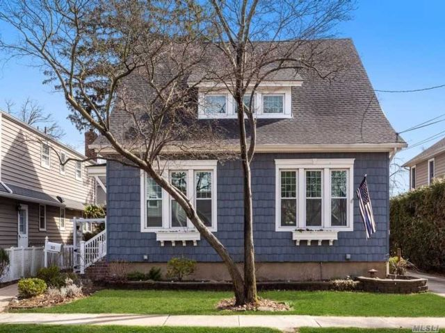 5 BR,  2.00 BTH  Duplex style home in Floral Park