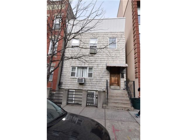 4 BR,  2.00 BTH  Colonial style home in Long Island City