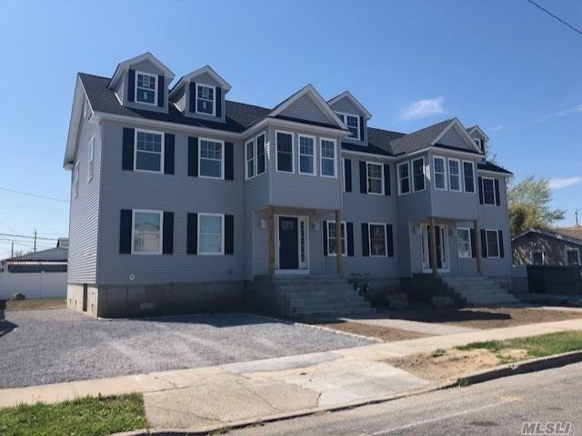 8 BR,  6.00 BTH Contemporary style home in Island Park