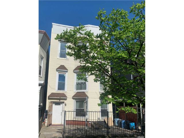 8 BR,  4.00 BTH  Colonial style home in East New York