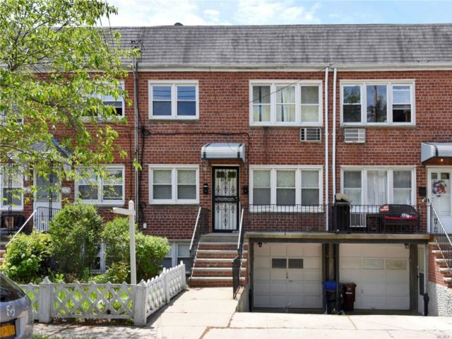 4 BR,  3.00 BTH Other style home in Whitestone