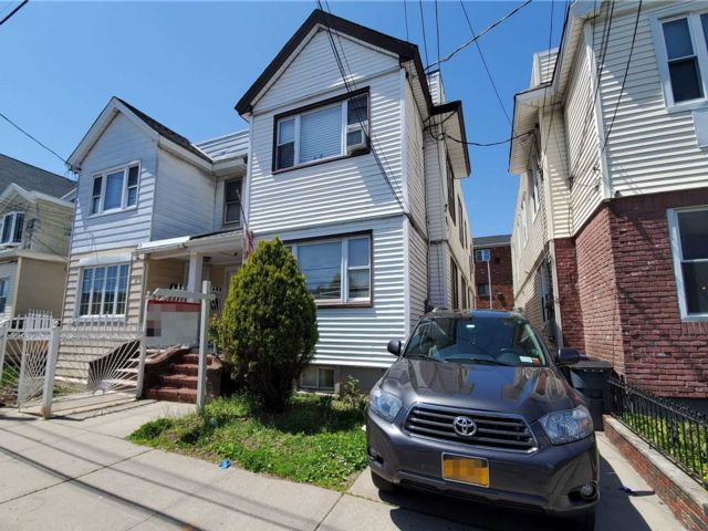 6 BR,  2.00 BTH Townhouse style home in Ozone Park