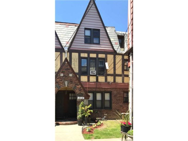 1 BR,  2.00 BTH  Townhouse style home in Bayside