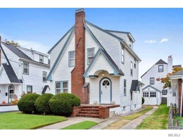 3 BR,  3.00 BTH  Colonial style home in Lynbrook
