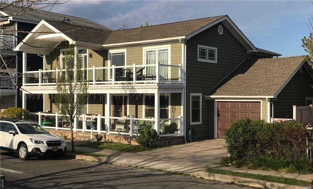 4 BR,  3.00 BTH 2 story style home in Long Beach