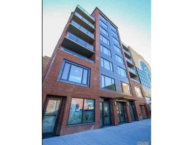 3 BR,  3.00 BTH High rise style home in Forest Hills