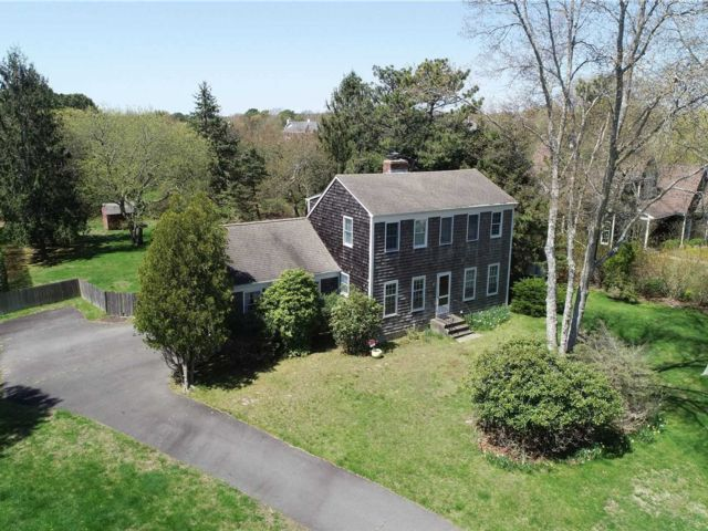 4 BR,  2.00 BTH Colonial style home in Southampton