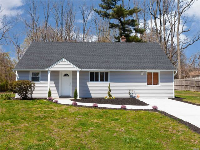 4 BR,  2.00 BTH Exp cape style home in Bay Shore