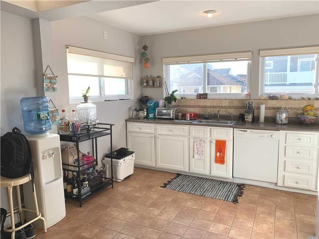 2 BR,  2.00 BTH Ranch style home in Long Beach