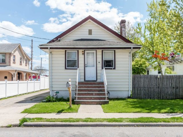 2 BR,  1.00 BTH Bungalow style home in Island Park