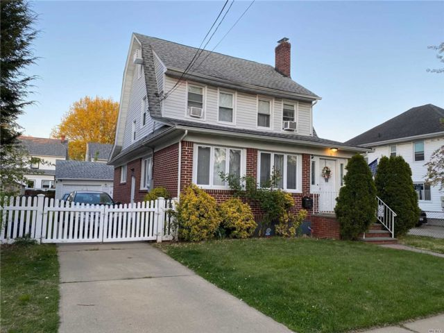4 BR,  3.00 BTH  Colonial style home in Floral Park
