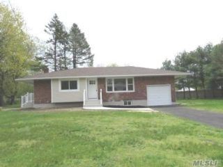3 BR,  1.00 BTH Ranch style home in Bay Shore