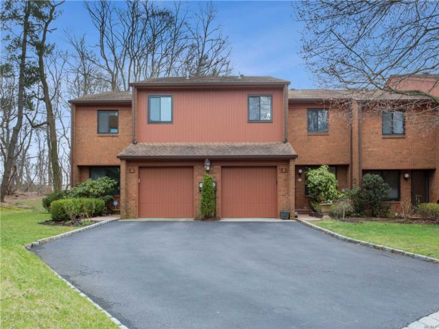 3 BR,  4.00 BTH Condo style home in Roslyn