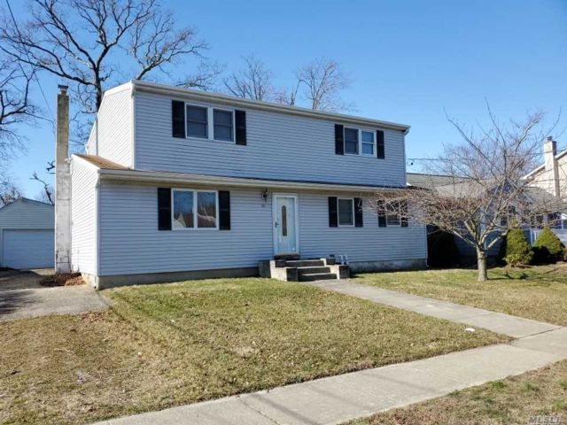 6 BR,  2.00 BTH Exp ranch style home in Babylon