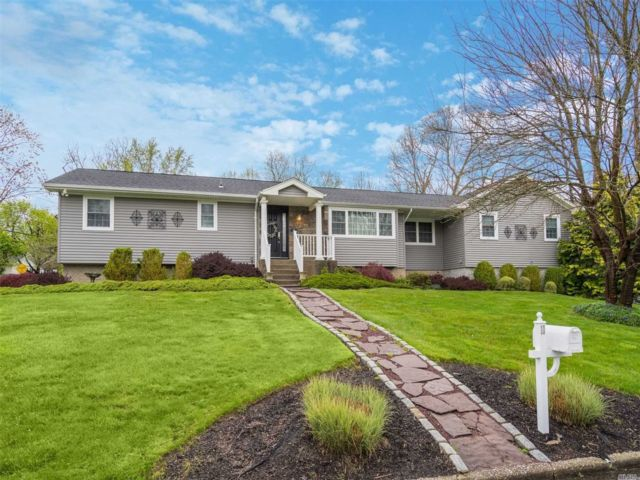 4 BR,  3.00 BTH Exp ranch style home in Setauket