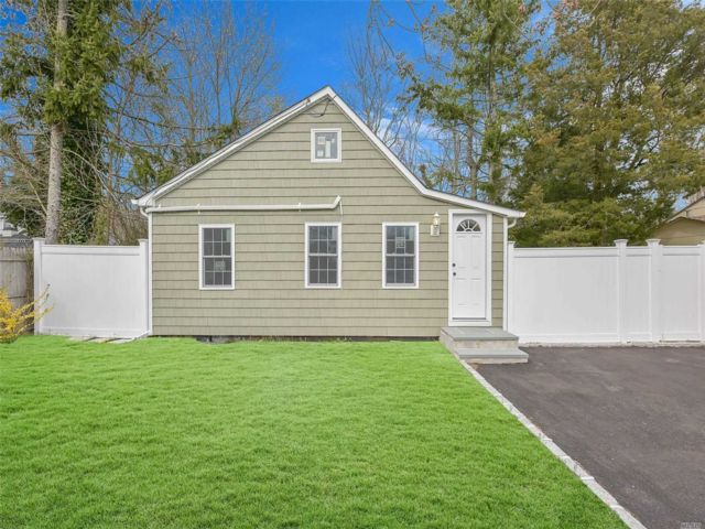 2 BR,  2.00 BTH Bungalow style home in Southampton