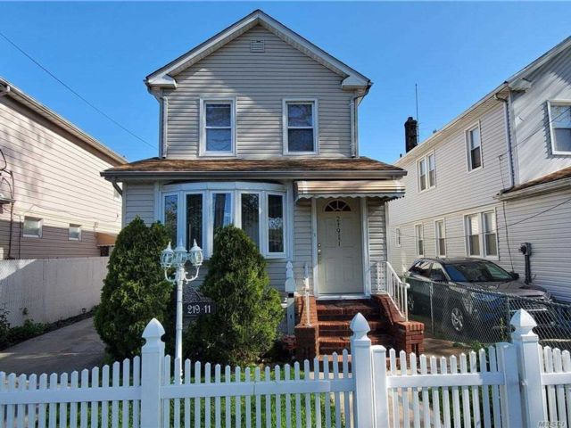 [Cambria Heights Real Estate, listing number 3110958]
