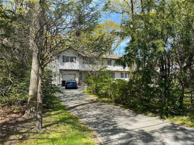 7 BR,  3.00 BTH 2 story style home in Islip
