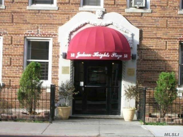 2 BR,  1.00 BTH Other style home in Jackson Heights