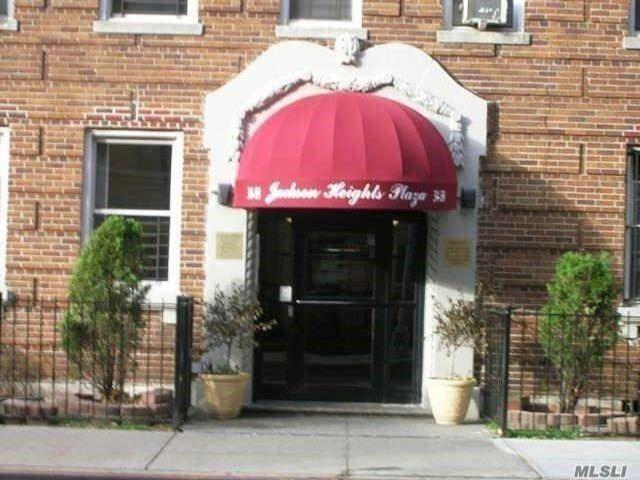[Jackson Heights Real Estate, listing number 3110998]