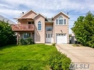 5 BR,  4.00 BTH Contemporary style home in Island Park