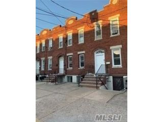 5 BR,  3.00 BTH  Colonial style home in Flushing